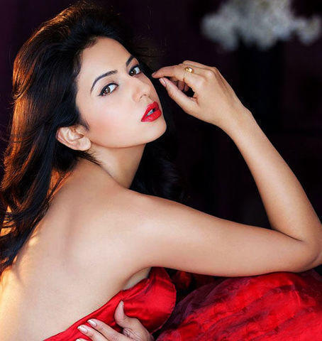 actress Rakul Preet Singh 19 years raunchy picture in the club