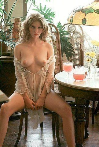 celebritie Bebe Buell 2015 Without brassiere image in public