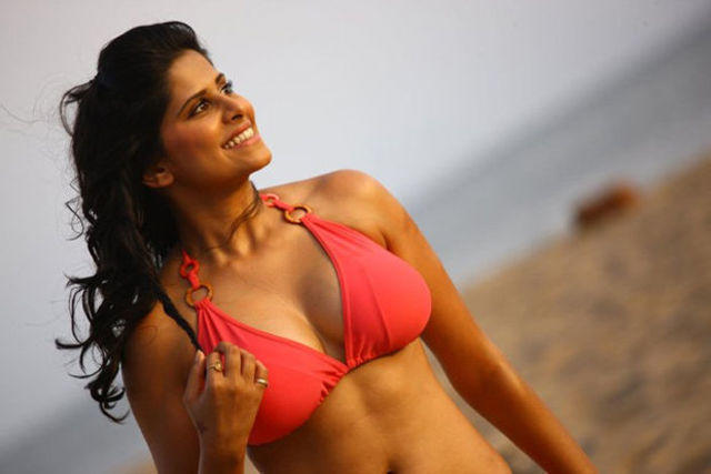 models Sai Tamhankar 25 years unclad picture home
