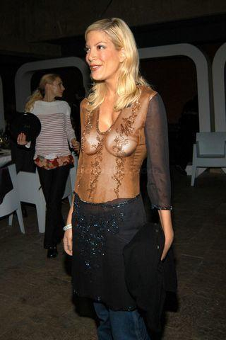 celebritie Tori Spelling young bare-skinned image in the club