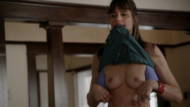 actress Amanda Peet 18 years nude young foto photo in public