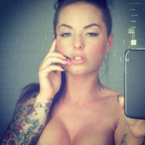 celebritie Christy Mack 2015 in the buff art beach