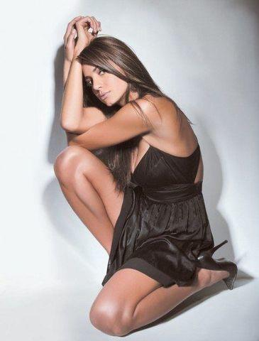 celebritie Valerie Domínguez 25 years lascivious image in public
