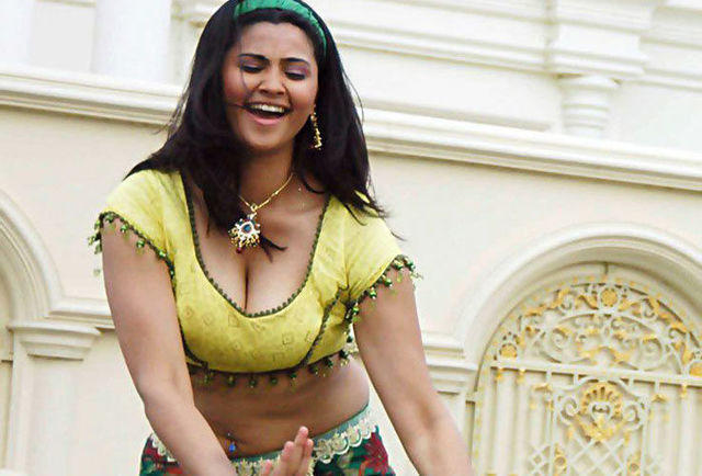 models Daisy Shah 2015 undressed foto in public