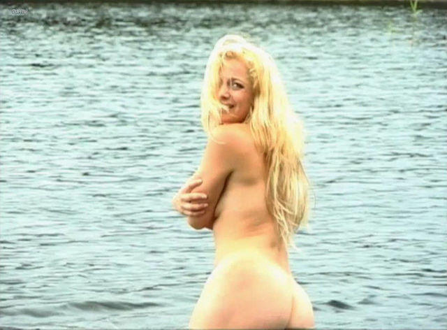 Lia Boysen topless photos