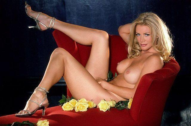 actress Shannon Tweed 22 years amatory image in public