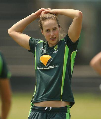 celebritie Ellyse Perry 24 years spicy photo in the club