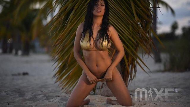 celebritie Zashia Monique Santiago 2015 arousing image beach