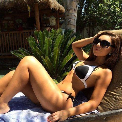 celebritie Uldouz Wallace 20 years disclosed photos in public