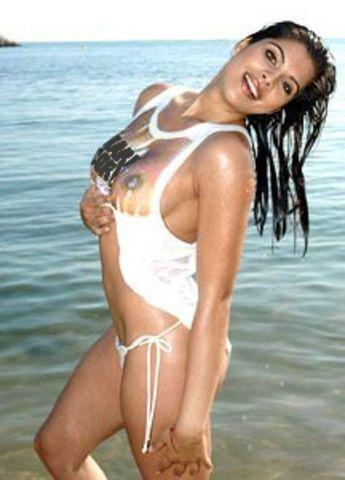 actress Indira Weis 22 years sky-clad photos in the club
