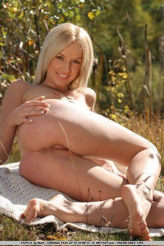 models Eva Sunshine 20 years unclad photo beach