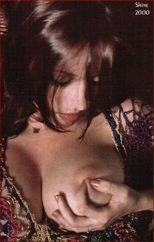 Dawn Shaw topless photography