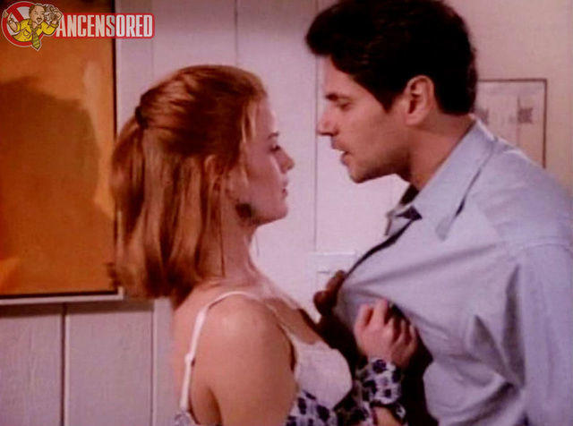 celebritie Laura Leighton young bared pics home