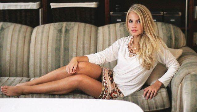 actress Emilie Voe Nereng 21 years buck naked art in the club