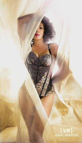 celebritie Vivica A. Fox 25 years sensual pics beach