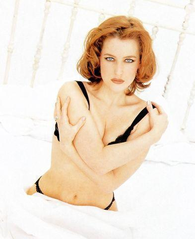 models Gillian Anderson 19 years romantic photos in the club