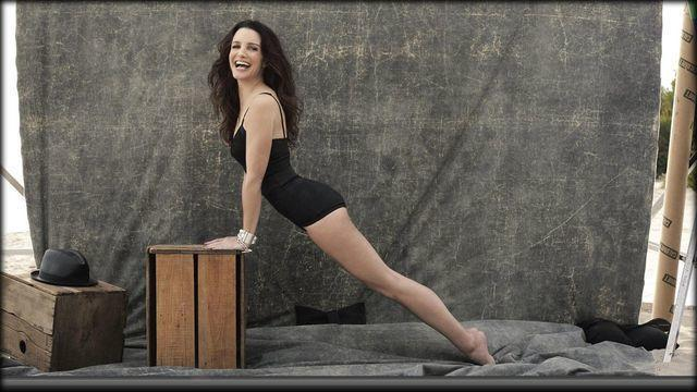 actress Kristin Davis 21 years seductive picture home