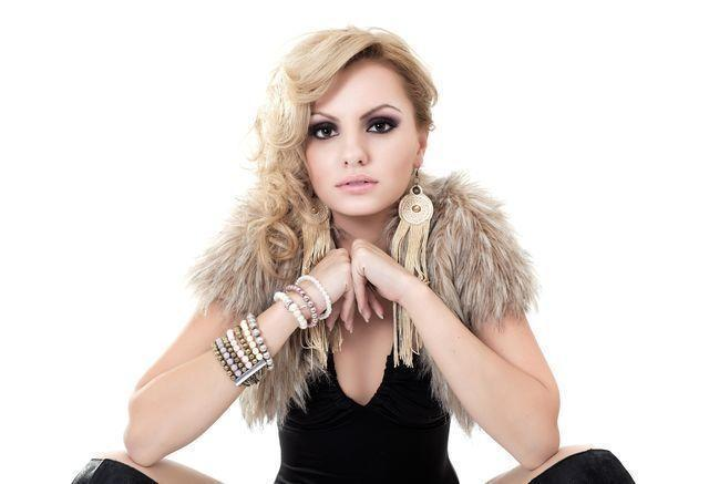 models Alexandra Stan 19 years Without brassiere photoshoot home