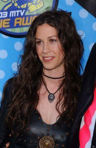 celebritie Alanis Morissette 25 years hot foto in the club