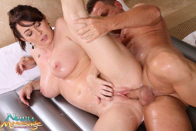 actress Rayveness 20 years naturism photography in public