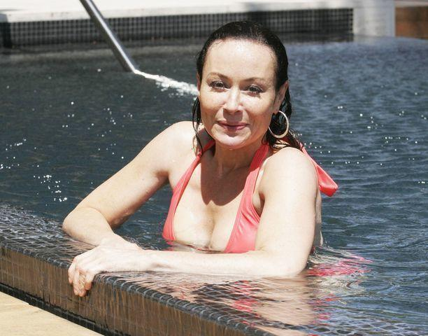 celebritie Amanda Mealing 21 years erogenous photo beach