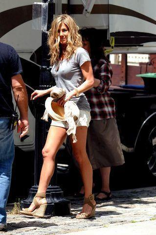 actress Jennifer Aniston 23 years mammilla image in public