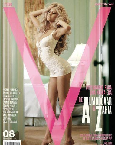 celebritie Zahia Dehar 25 years indelicate art beach