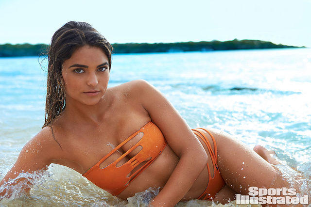 celebritie Kyra Santoro 18 years inviting snapshot beach