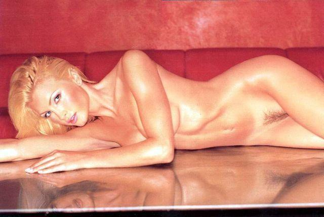 Sexy Caprice Bourret foto high density