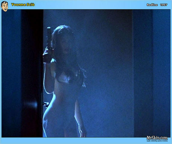 models Yvonne Sciò 24 years nude picture in the club