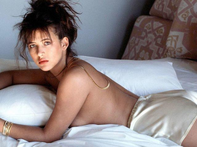 models Sophie Marceau 19 years sky-clad photos in public
