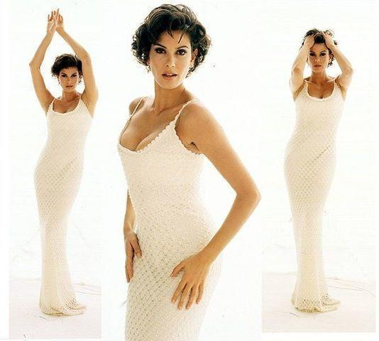 actress Teri Hatcher 22 years seductive photo beach