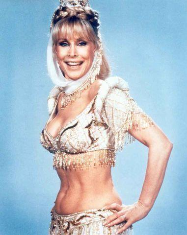 celebritie Barbara Eden 18 years bareness picture in the club