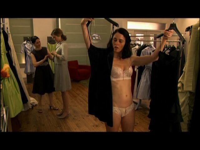 Robin Tunney nude picture