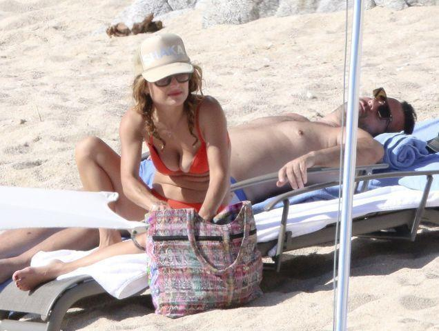 models Giada De Laurentiis 21 years Without swimming suit snapshot beach