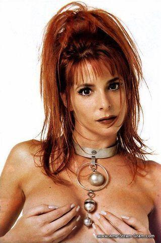 models Mylène Farmer 18 years stripped photo in public