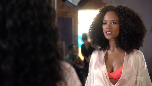 actress Serayah McNeill 22 years Without swimsuit photo in public