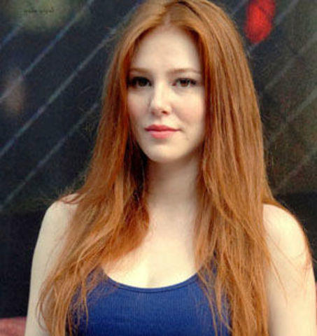 actress Elçin Sangu 18 years Uncensored photography in the club