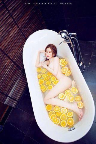 models Quynh Thi 25 years k-naked photo in public