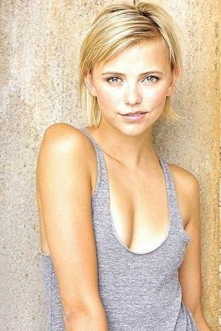 celebritie Riley Voelkel 18 years Without swimsuit pics beach