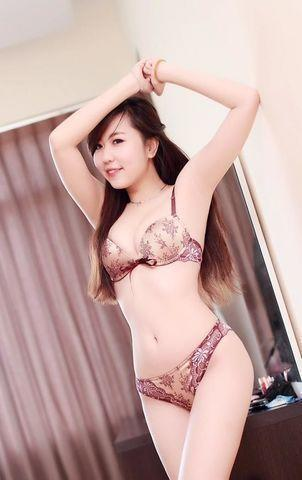 actress Nu Pham 22 years libidinous photo beach
