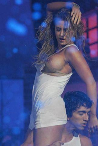 actress Jesica Cirio 23 years k-naked photo in public