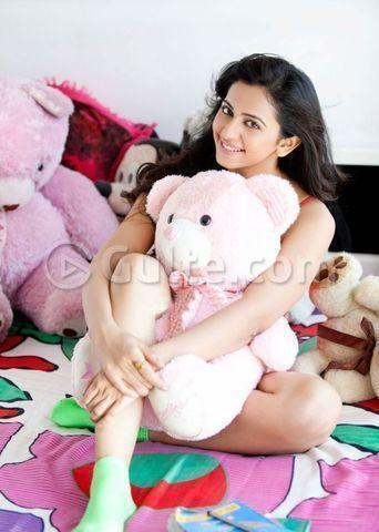 celebritie Rakul Preet Singh 20 years bare pics home
