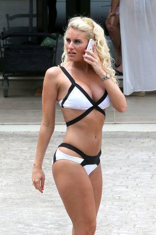 models Danielle Armstrong 23 years disclosed snapshot beach