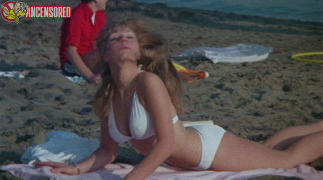 actress Linda Speciale 22 years uncovered art beach
