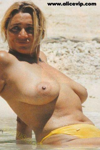 actress Mara Venier 24 years nude picture home