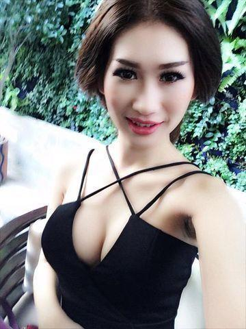 actress Quynh Thi 25 years Without panties snapshot in public