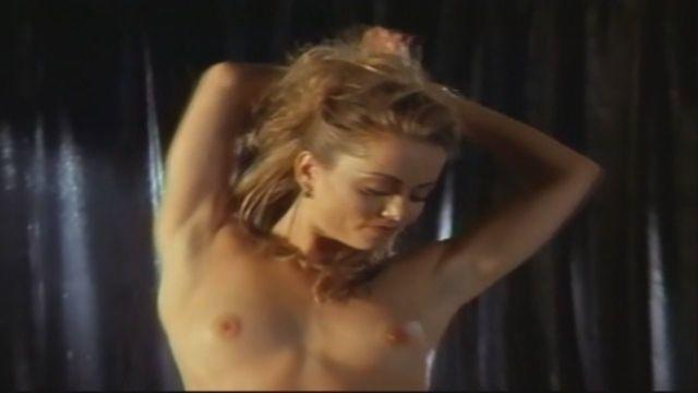actress Cara Jo Basso 24 years stripped foto in public
