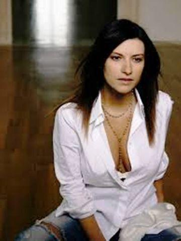 models laura pausini 19 years nude young foto image in the club