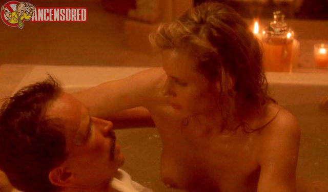 celebritie Lori Singer 22 years tits photos in the club